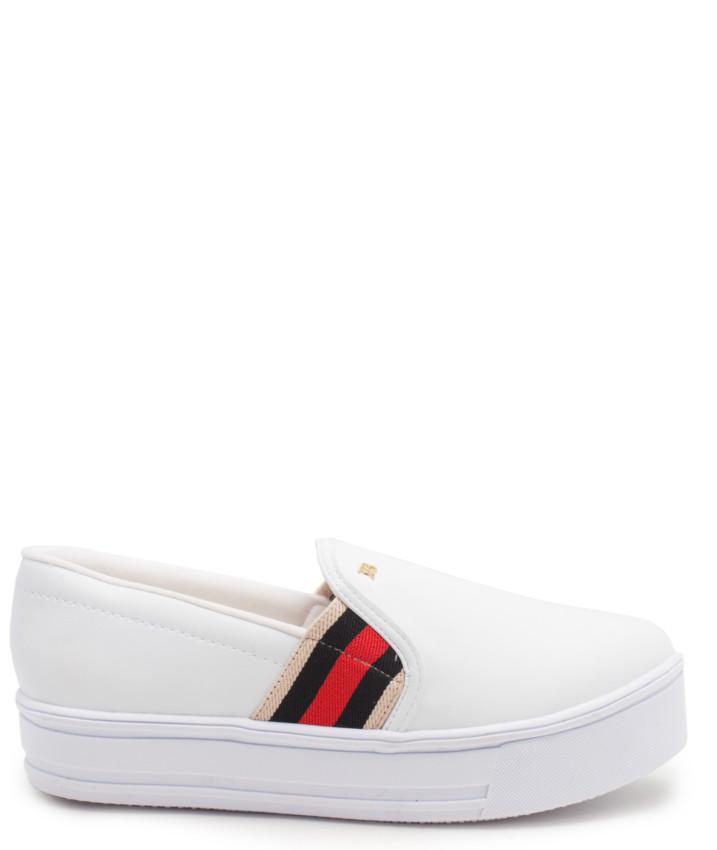 06a8607791 Slip-on couro branco preto vermelho Raphaella Booz